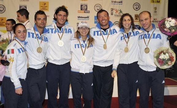 Le squadre FF e SCM con l'oro al collo
