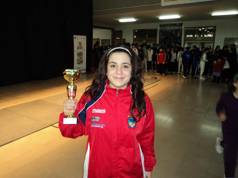 Maria Grazia Tedeschi con la coppa del terzo posto vinta a Foggia